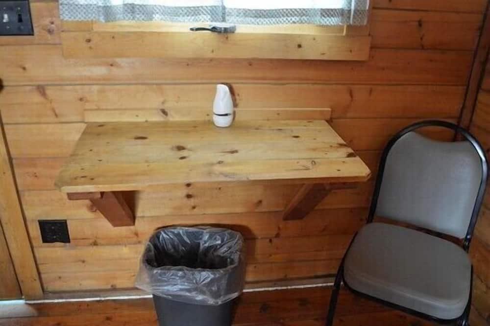 Camping Cabin (No Kitchen, No Bathroom) - Tempat Makan dalam Bilik