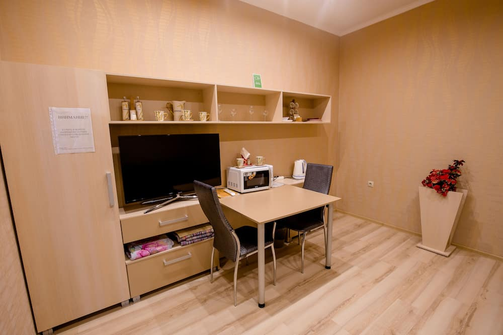 Economy Double or Twin Room, Shared Bathroom - Living Area