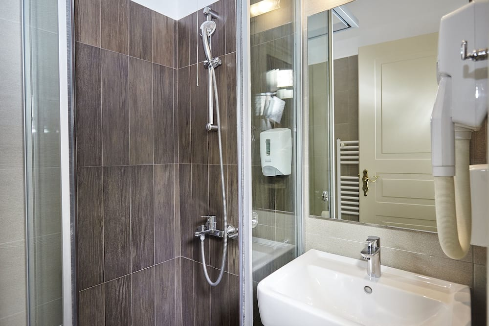 Trivietis kambarys (1st Floor) - Vonios kambarys