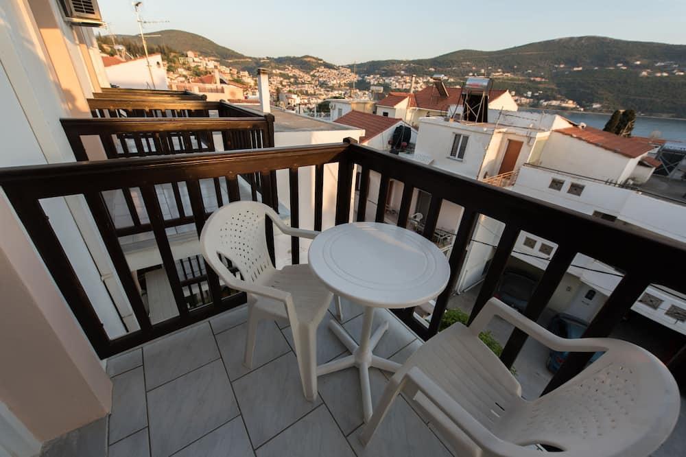 Basic Double Room, 2 Twin Beds - Balcony