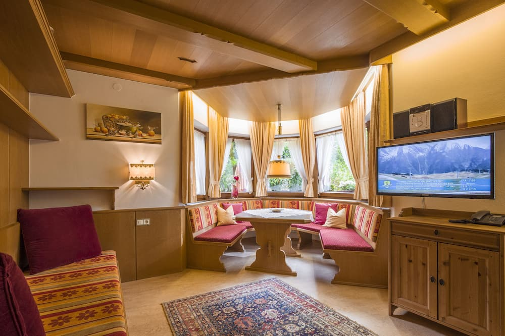 Comfort Apartment, 1 Bedroom, Terrace, Mountain View (excl. end cleaning fee €50) - Living Room