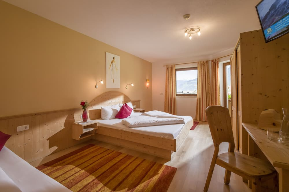 Apartment, 2 Bedrooms, Balcony, Mountain View (excl. end cleaning fee €75) - Guest Room