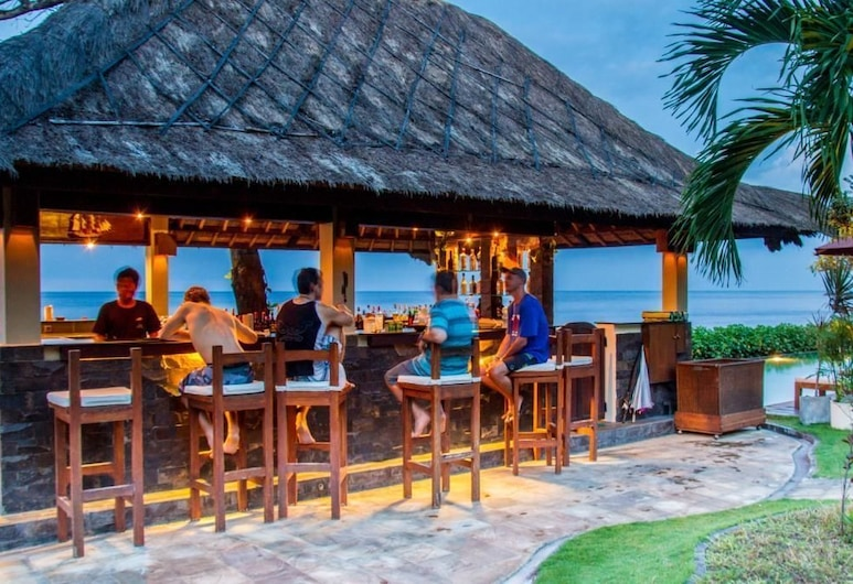 Tauch Terminal Resort Tulamben, Tulamben, Bar ved bassenget