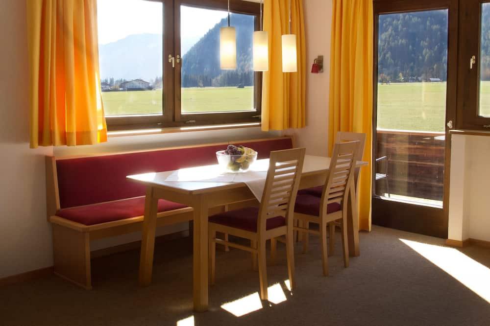 Apartment, Bergblick - Wohnbereich