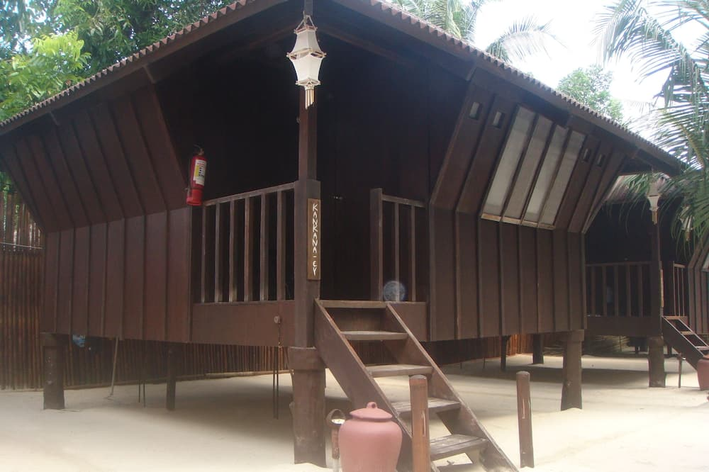 Bungalow Huts - Balcony