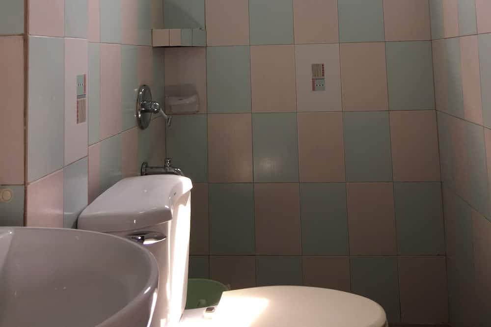 Standard-Vierbettzimmer (Air Conditioned) - Badezimmer