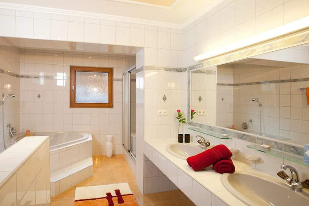 Apartment, Balcony, Mountain View (VI - Not Included:Cleaning Fee 80 EUR) - Bathroom