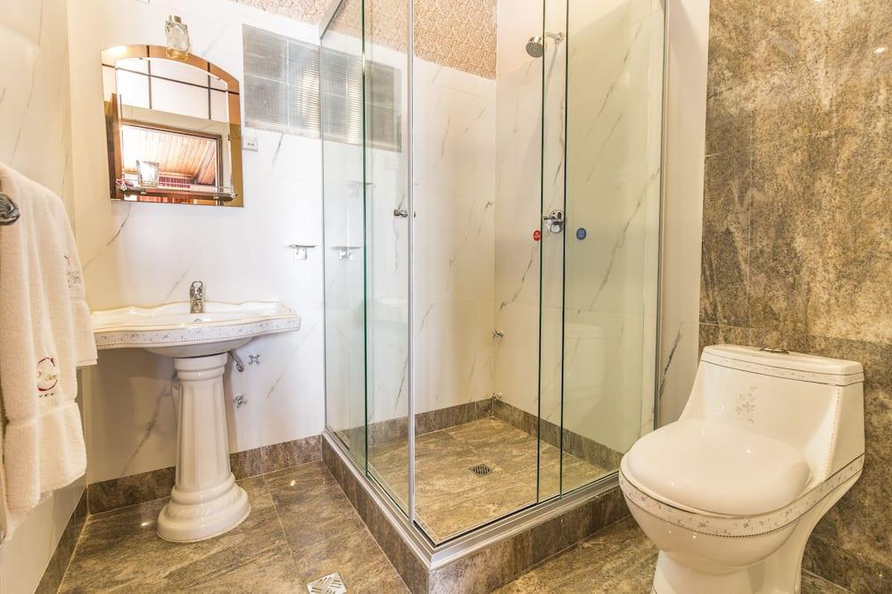 חדר סטנדרט זוגי, מיטה זוגית, נגישות לנכים, גישה לבריכה - חדר רחצה