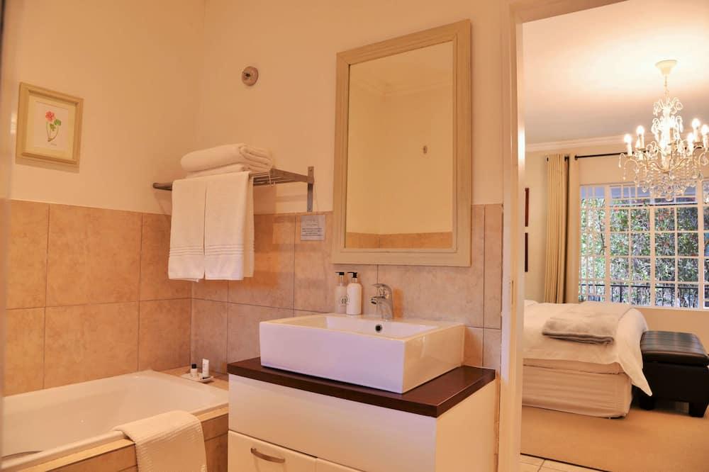 Exclusive Double or Twin Room (Room 1) - Bathroom