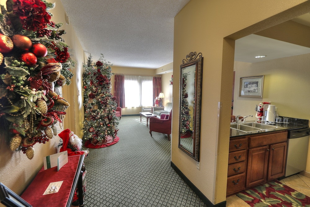book the inn at christmas place in pigeon forge hotelscom