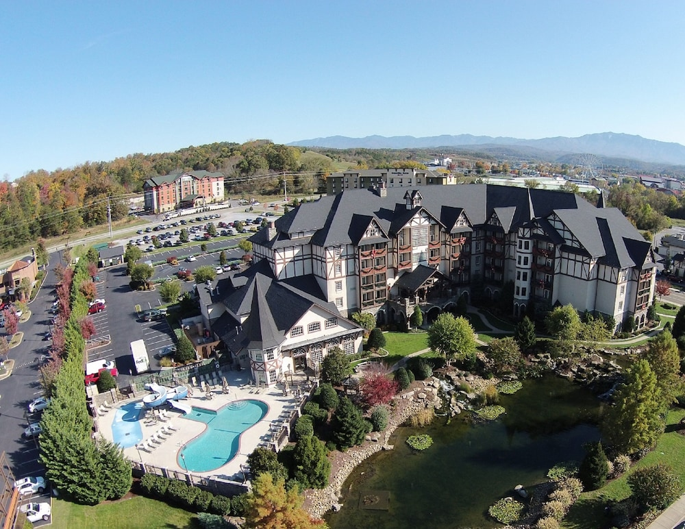 Book The Inn At Christmas Place In Pigeon Forge
