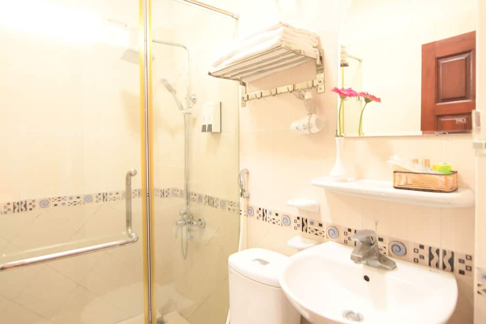 Deluxe Triple Lakeview Room - Bathroom