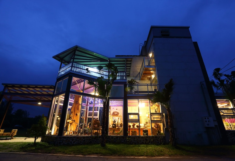 Taroko Aluwa Homestay, Xincheng, Hotellfasad - kväll