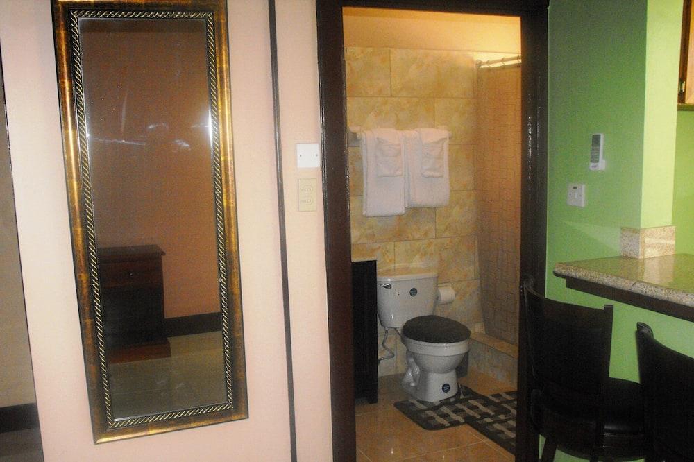 ห้องดีลักซ์สวีท, เตียงคิงไซส์ 1 เตียง - ห้องน้ำ