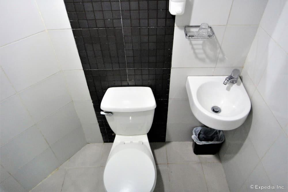 Cab Room - Bathroom