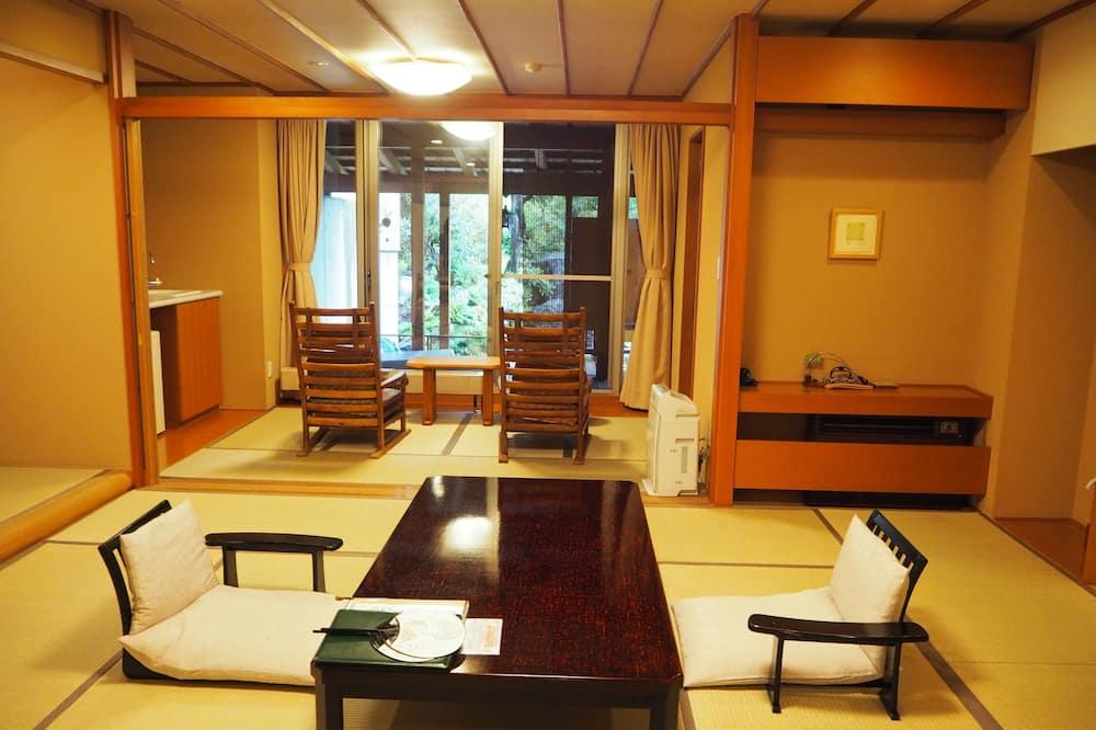 Deluxe-huone, Tupakointi kielletty (Japanese Room with Open Air Bath) - Olohuone