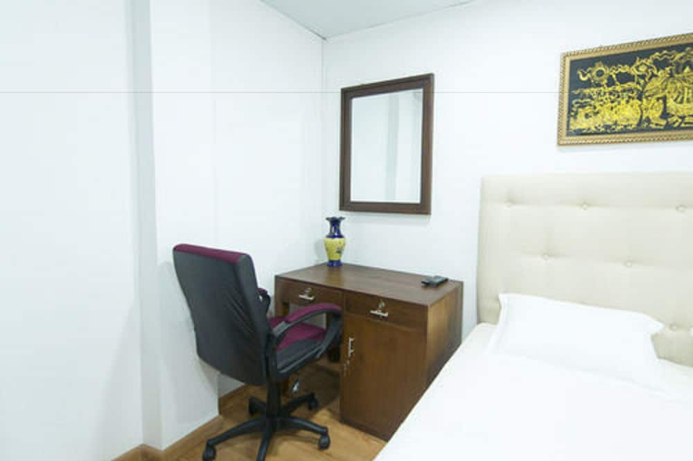 Superior Double Room, 1 Double Bed, Private Bathroom - Living Area