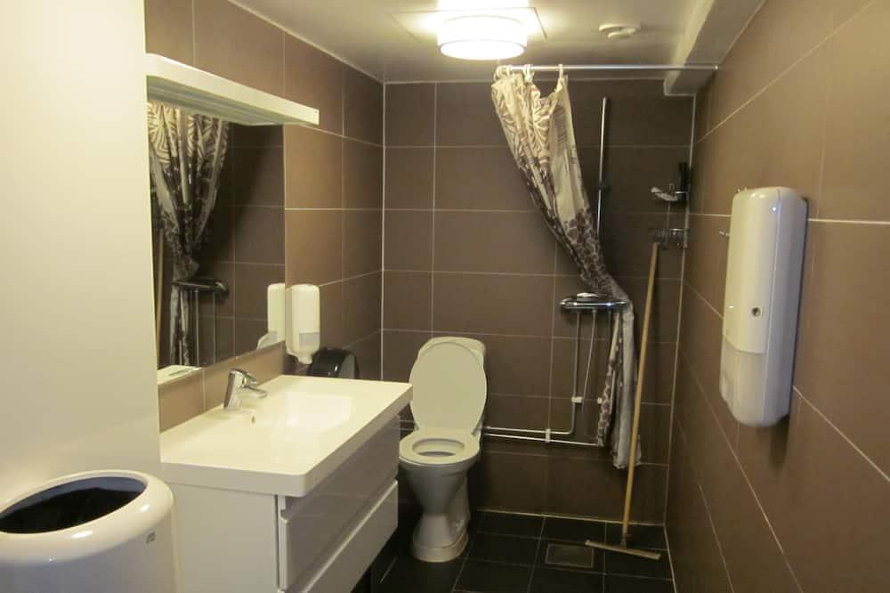 Basic Twin Room - Bathroom Shower