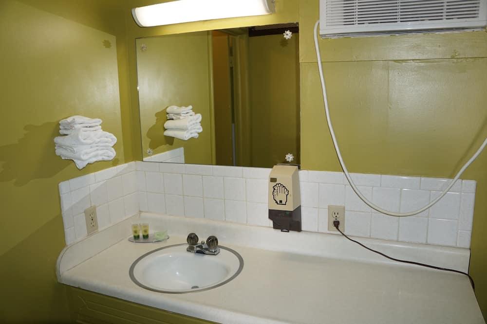 スタンダード ルーム ダブルベッド 2 台 禁煙 - バスルーム