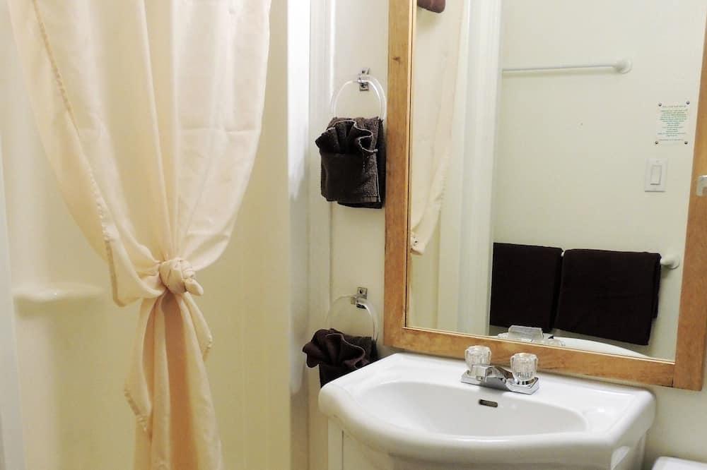 Номер, 1 двуспальная кровать «Квин-сайз», мини-кухня - Ванная комната