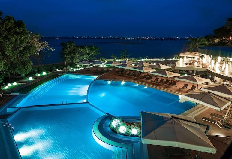 Radisson Blu M'Bamou Palace Hotel, Brazzaville, Außenpool