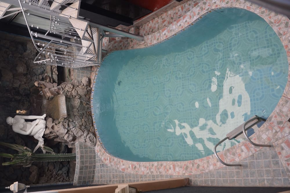 Air Terjun di Kolam