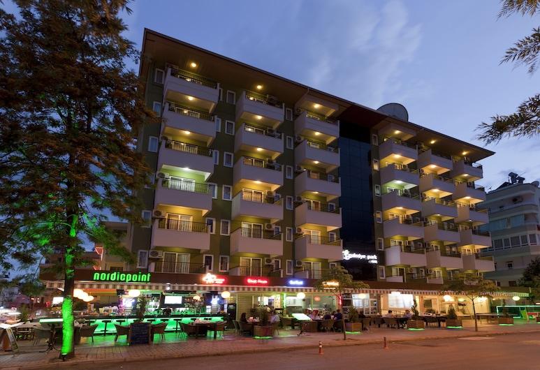 Palmiye Park Hotel, Alanya, Otelin ön cephesi (akşam)