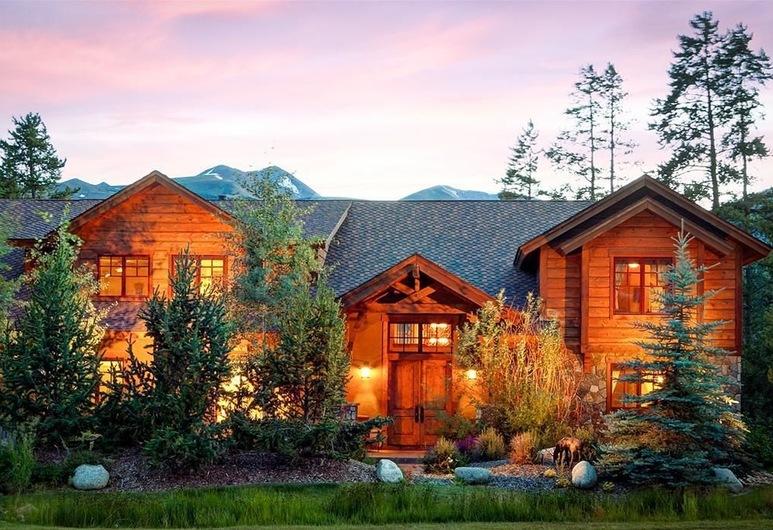 Trot Ski-House Main Street Private Home by Pinnacle Lodging, Breckenridge