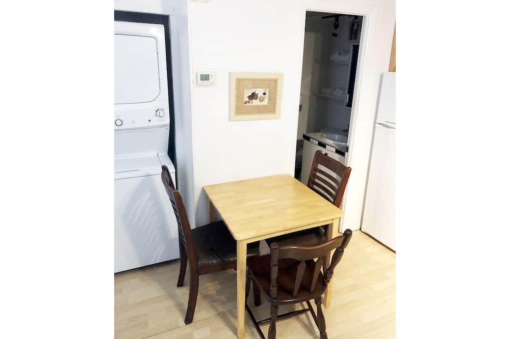 Apart Daire, 1 Yatak Odası, Mutfak - Odada Yemek Servisi
