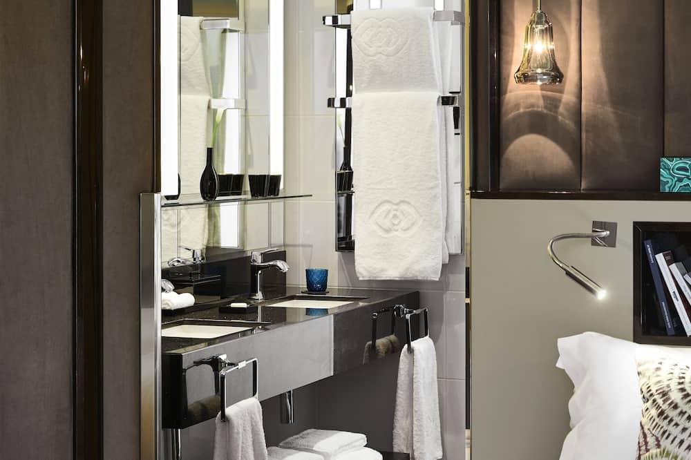 Chambre Supérieure, 1 grand lit - Salle de bain