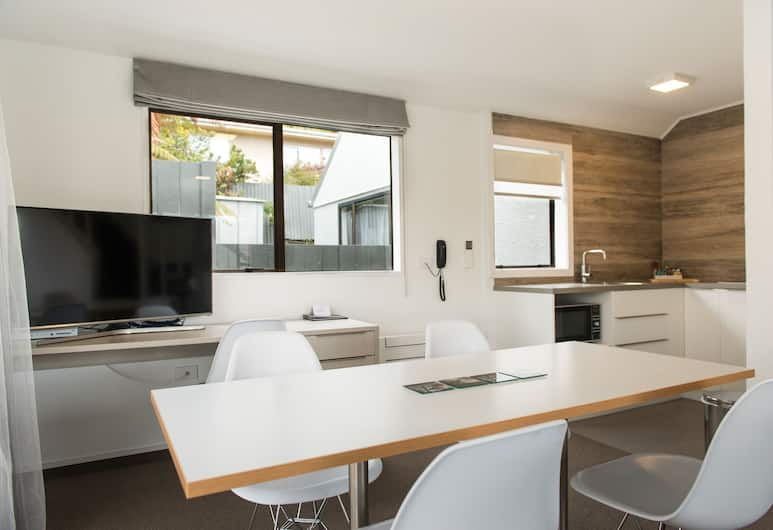 Aria On Bank, Dunedin, Apartment, 2 Bedrooms (King and Queen Bed), In-Room Dining