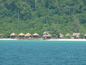 Enter your dates for our Koh Rong last minute prices