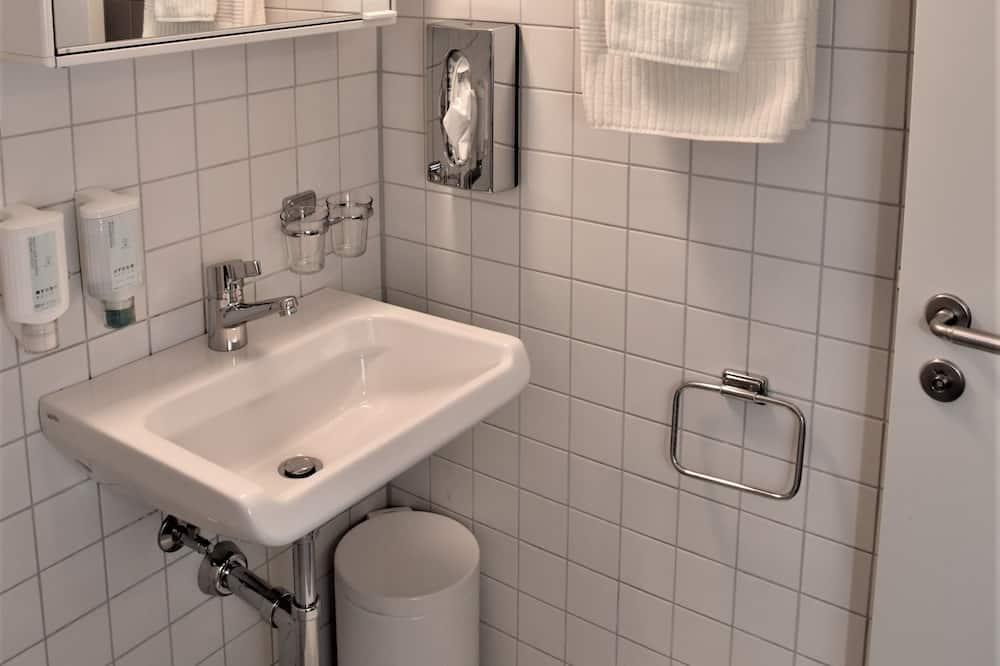 Zweibettzimmer, 1 Schlafzimmer, Gartenblick - Badezimmer