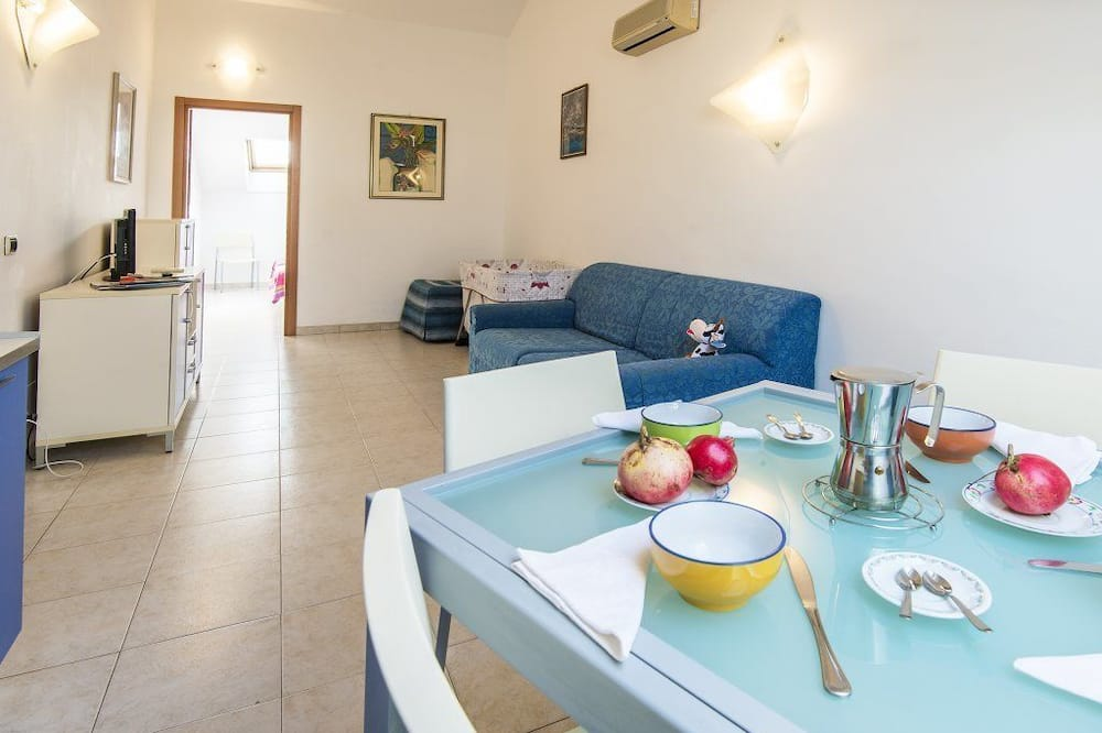 Apartment, 1 Bedroom (5 pax) - In-Room Dining