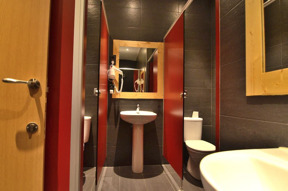 Dormitorio condiviso, bagno condiviso (1 bed in room for 6 people) - Bagno