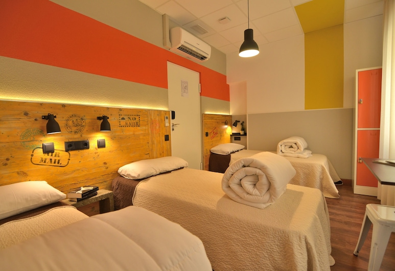 Far Home Atocha, Madrid, Shared Dormitory, Women only, Shared Bathroom (1 bed in room for 3 people), Guest Room