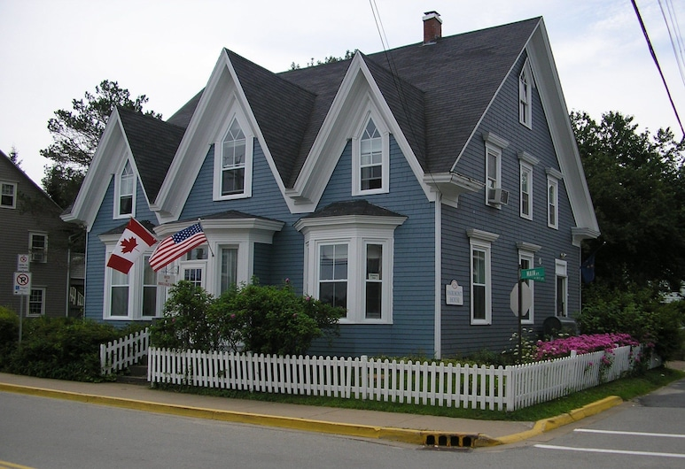 Fairmont House Bed & Breakfast, Mahone Bay