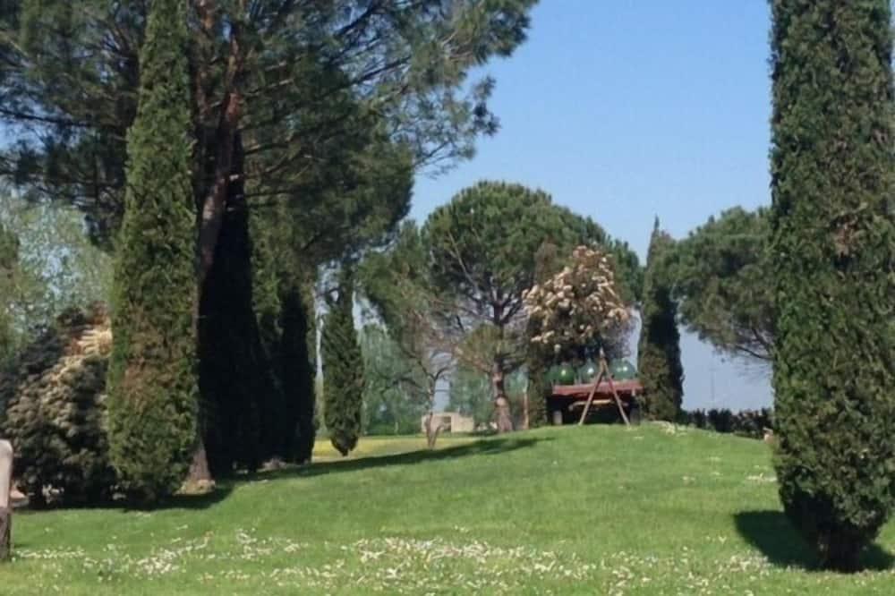 Traditional Quadruple Room, Non Smoking, Garden Area - Garden View