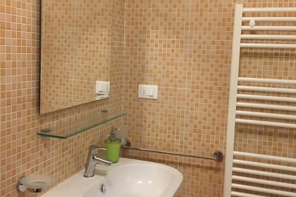 Aukštesnės klasės dvivietis kambarys, 1 miegamasis - Vonios kambarys