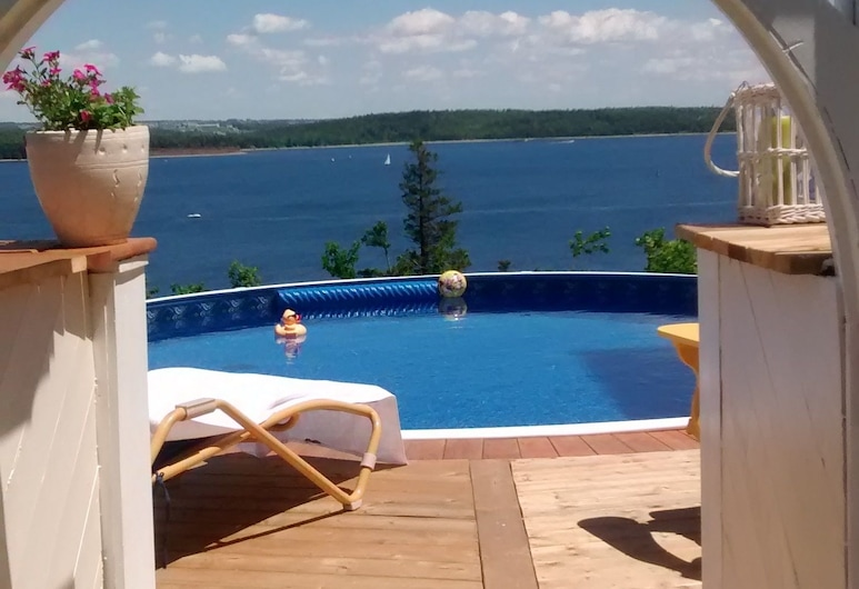 Star of The Sea Bed and Breakfast, Fergusons Cove, Outdoor Pool