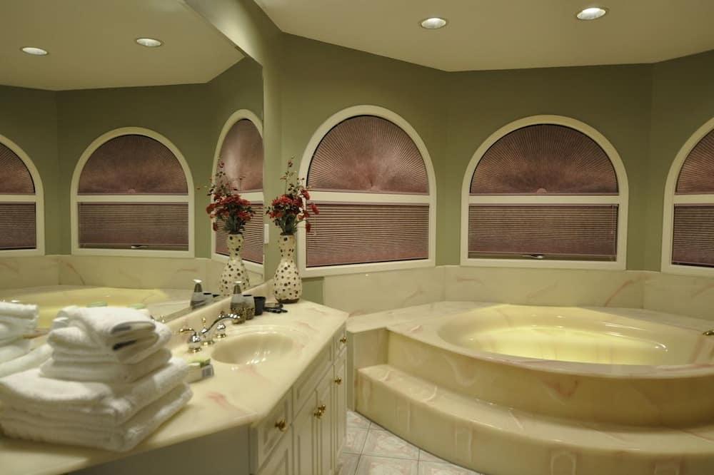 Улучшенный номер, ванна (Begbie) - Ванная комната