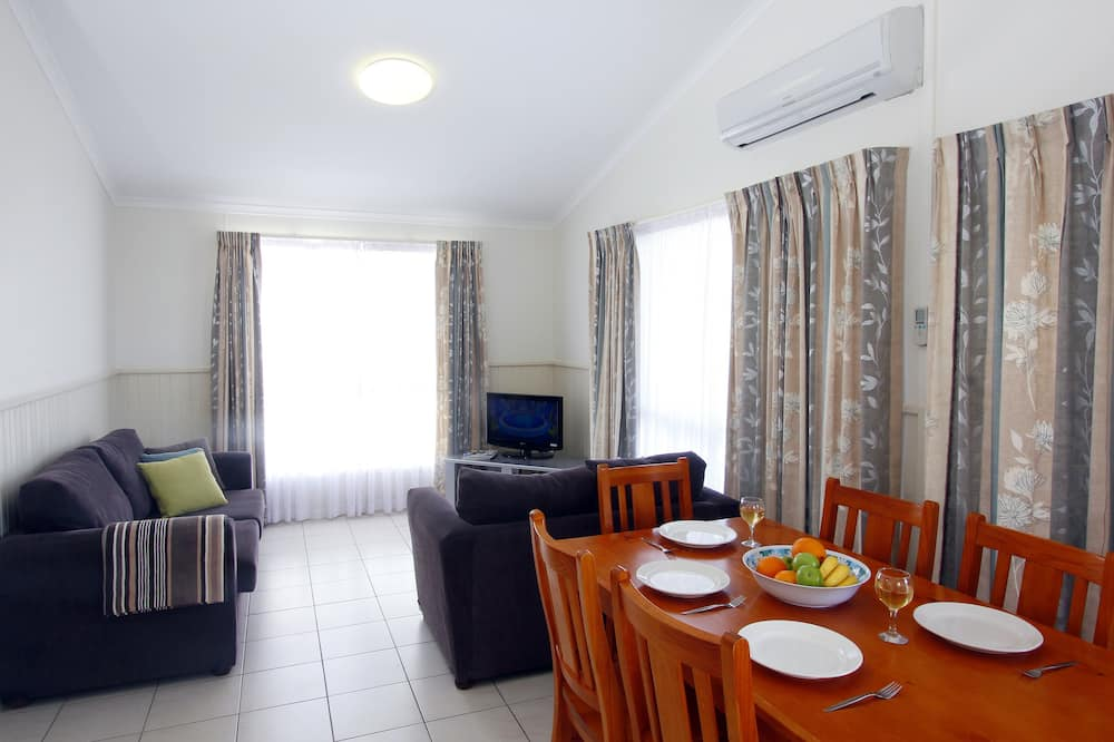 Deluxe-Ferienhütte, 3Schlafzimmer (Sleeps 6) - Essbereich im Zimmer