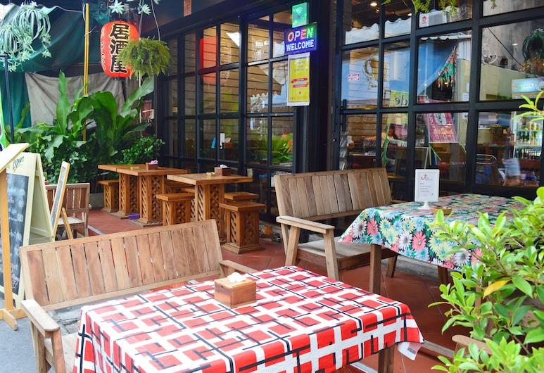 OYO 1016 Jade's House, Bangkok, Dinerruimte buiten