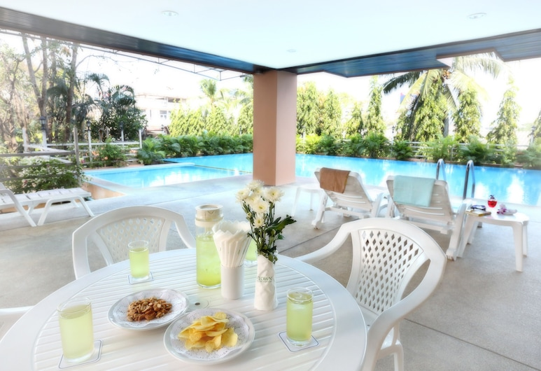 J-Town Serviced Apartments, Si Racha, Outdoor Pool