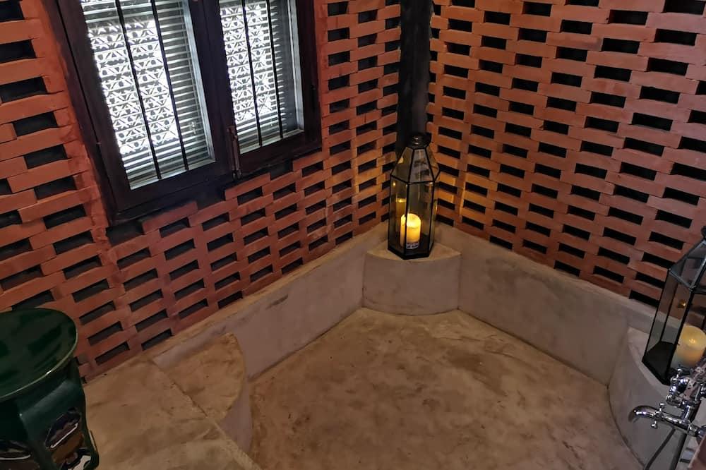 Charcoal - Private spa tub