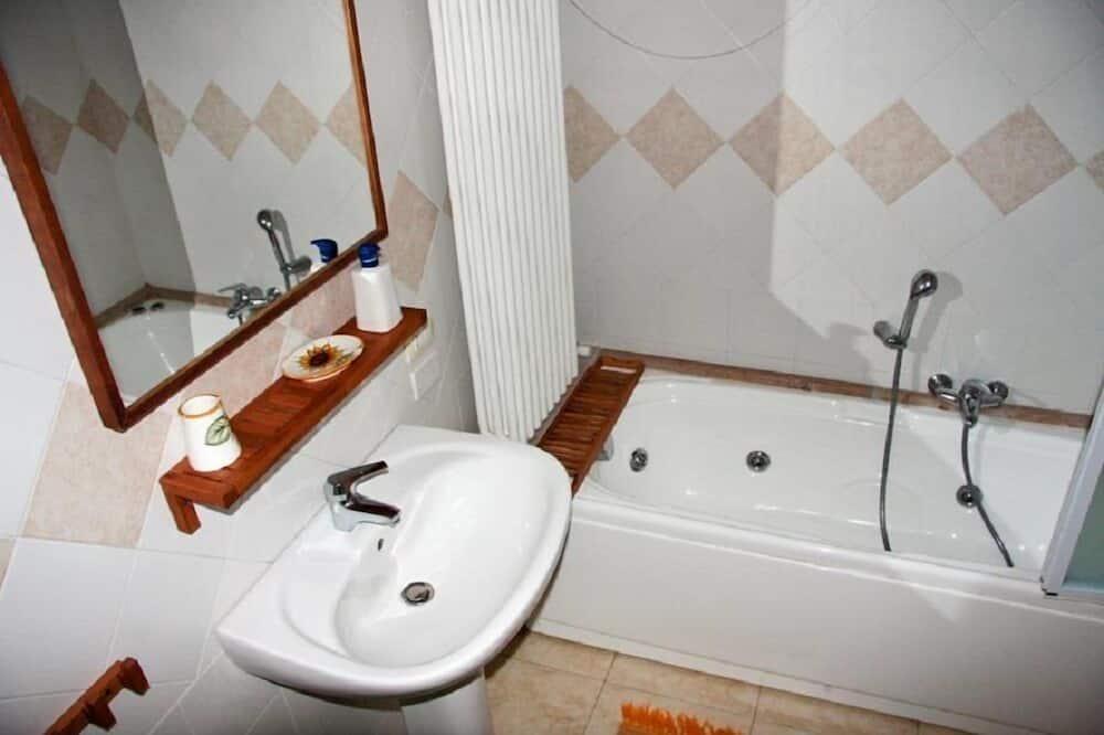 Comfort Studio Suite, Kitchenette - Bathroom