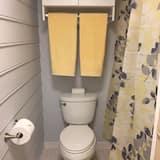 Room 1 Queen Bed, Private Bathroom (Nirvana)(FirstFloor) - Bathroom