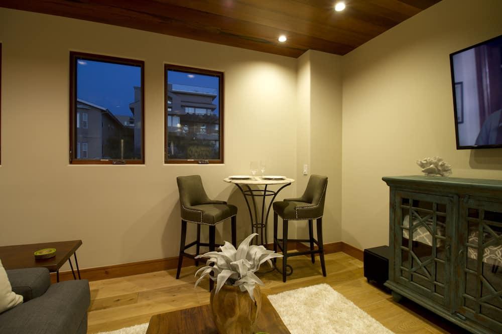 Studio, 1 King Bed (Avila Beach House) - In-Room Dining