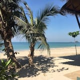 Air-Con Beach Front (4 persons) - Strand