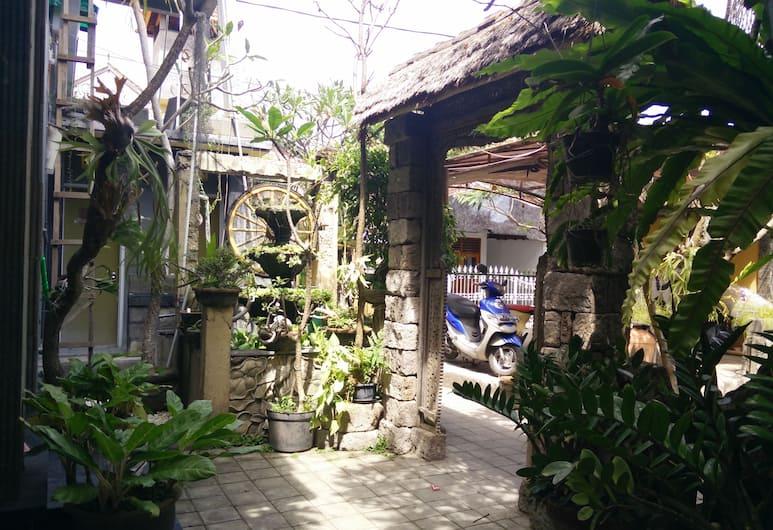 Double N Guesthouse, Denpasar, Taman